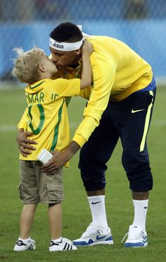 This is so cute. Father and son moment😍⚽💕