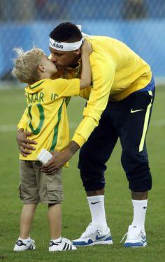 Neymar Jr and Davi Lucca Neymar Jr, Neymar Football, Sport Football, Cute 13 Year Old Boys, Young Cute Boys, Cute Teenage Boys, Young Boys Fashion, Boy Fashion, Teen Boy Party