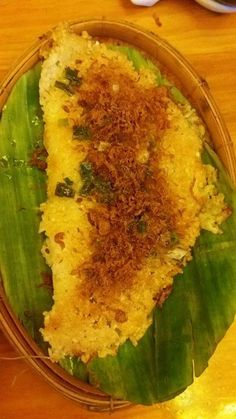 Deep fried rice cracker   Add: Hương Sen Restaurant, 143 Hồ Văn Huê, Ward 9, Phú Nhuận Dis, HCMC
