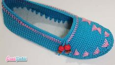 Yeni Model Tasarım Patik Modeli Yapılışı #moda #hobi #hobby #elişi #kadın #orgu #knitting Felted Slippers, Crochet Slippers, Knitted Baby Clothes, Yarn Store, Models, Handmade Art, Daily Fashion, Needle Felting, Baby Knitting