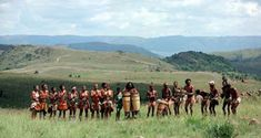 History: These are the Dorobo people. They used to live on the plains until they discovered Eastern Africa. In the fifteenth century they mixed wiht the Bantu people. Jacob Zuma, Apartheid, African Art, Uganda, Kenya, Adventure Travel, Dolores Park, Custom Design, Religion
