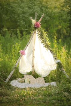 DIY boho teepee flower top Photographer prop or make for an event. Click not he photo for tips & tools you need