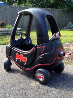 One more shot of my little one custom Batmobile Cozy Coupe. Toddler Toys, Toddler Activities, Kids Toys, Little Tikes Makeover, Cozy Coupe Makeover, Toy Playhouse, Up Halloween Costumes, Little Tykes, Kids Ride On