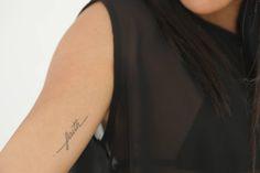 https://www.google.com.br/search?q=tattoo linha fina