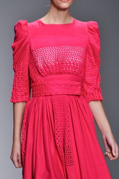 Browse London Fashion Week Spring 2014 pictures from the Bora Aksu runway show. Crochet Fabric, Crochet Art, Couture, Street Style 2018, London Spring, Textiles, 2014 Trends, Dress For Success, Knit Fashion