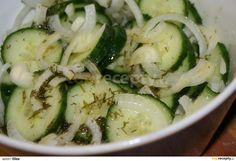 Okurky nakrájíme na kolečka, cibuli také, osolit, nechat 2 hodiny odstát. Okurky pustí vodu, vymačkáme a nalijeme nálev který jsme převařili.... Zucchini, Vegetables, Food, Essen, Vegetable Recipes, Meals, Yemek, Veggies, Eten