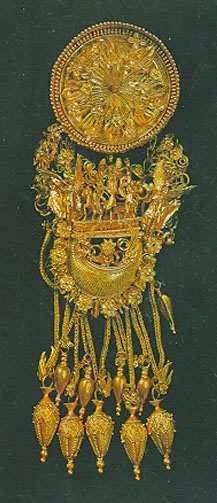 Earrings, 4th century BC, Gold, The State Hermitage Museum  These gold filigree earrings were found during excavations of a burial mound in the environs of Theodosia. This is the most remarkable example of pieces executed in the so-called 'microtechnique' by Greek goldsmiths during the 4th century BC.