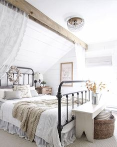 Romantic rustic farmhouse master bedroom decorating ideas (16)