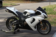 everyone that has a white ZX6R POST THEM PICS : Kawasaki ZX Forums: Kawasaki Ninja Forum beautiful white zx6r game plan