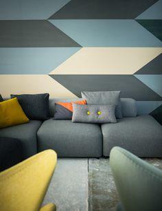 Geometrische Muster für Stoffe und Tapeten und Module für Möbel, wie hier Sitzelemente für ein Sofa, sind sehr wichtige Bestandteile des nordischen Stils, Möbel von Fritz Hansen.