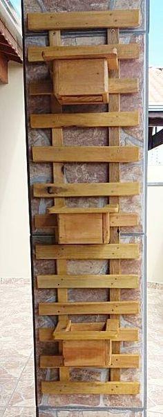 Treliça pequena com três cachepôs feito 100% de paletes Container Gardening, Shoe Rack, Woodworking Projects, Ladder Decor, 1, Bloom, Recycled Wood, String Garden, Flower Boxes