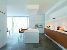 Modern Kitchen Photos Design, Pictures, Remodel, Decor and Ideas - page 7 Kitchen Soffit, Kitchen Tops, Kitchen Flooring, Kitchen Dining, Dining Area, Kitchen Cabinetry, Bathroom Cabinets, Dining Room, Design Your Kitchen