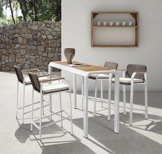 A Higold kerti bútorai az újhullám képviselői - a forma a funkció szolgálatában. Kollekciójuk a luxus szerelmesei számára kínál egészen egyedi alternatívát. A dizájn egyértelműen a modern eleganciát tükrözi. Outdoor Bar Sets, Outdoor Dining Set, Bar Stools, Modern, Table, Furniture, Design, Home Decor, Products