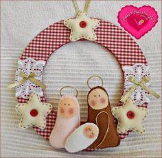Artes & Ideias da Ana: Todas iguais....todas diferentes ! Christmas Sewing, Christmas Wood, Christmas Projects, Christmas Time, Christmas Wreaths, Christmas Ornaments, Felt Crafts, Holiday Crafts, Holiday Decor