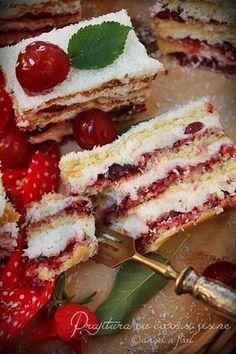 O prajitura aromata perfecta si racoritoare! Romanian Desserts, Romanian Food, Baby Food Recipes, Cookie Recipes, Dessert Recipes, Good Food, Yummy Food, Artisan Food, Small Cake
