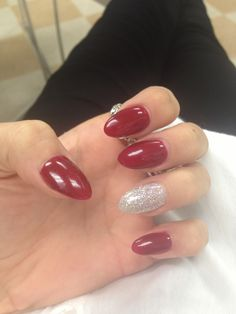 Red almond nails with glitter