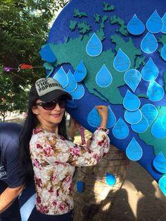 La actividad también invitó al consumo responsable del agua a través de manualidades y piezas elaboradas por los participantes que embellecieron los rincones del parque.