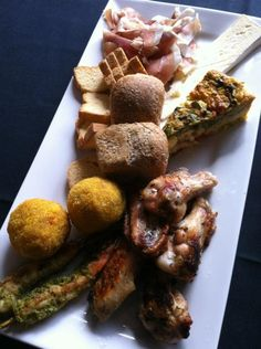 Who's hungry? We are serving up share platter deliciousness at Murray Street Vineyards right now! Arancini balls, freshly sliced prosciutto, creamy brie, Carême Traditional Pastry veggie tarts, Barossa chicken wings and chermoula spiced prawns. See you soon! Barossa Gourmet Weekend, 15-17 August 2014.