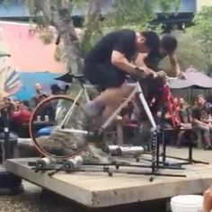 A little spin at party, courtesy of and 🐣🦵🏼 . Track Cycling, Fixed Gear Bike, Spin, Pin Up, Challenges, Wrestling, Party, Lucha Libre, Parties
