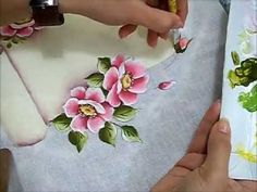 PINTURA EM TECIDO - VÍDEO AULA PINTANDO MORANGOS - how to paint strawberries - YouTube