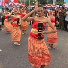 Opening dance in Ambon Festival Indonesia Cr: Maluku Satu Darah Maluku Islands, Native Country, Gili Island, Performing Arts, Southeast Asia, Roots, Strapless Dress, Pride, Forget
