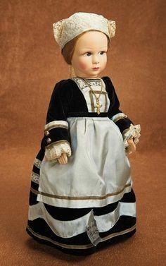 French Cloth Studio Doll by Poupees Venus in Original Costume  Les images peuvent être soumises à des droits d'auteur.