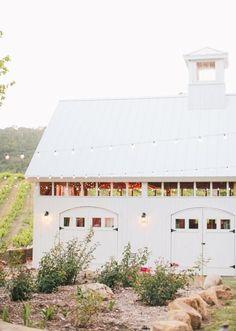 Hammersky vineyard chic barn wedding wedding inspirational s Modern Farmhouse, Farmhouse Style, Barn Renovation, White Barn, Lounge, The Ranch, Exterior Design, Future House, New Homes