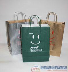 Si necesitar bolsas de papel impresas urgentes para tu comercio, la mejor opción es contactar con Bolsapubli. Son especialistas en la producción urgente.