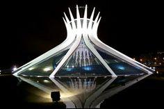 建築家のオスカー・ニーマイヤー(Oscar Niemeyer)は1907年12月15日生まれ。ブラジル・リオデジャネイロ出身。2012年12月5日逝去。
