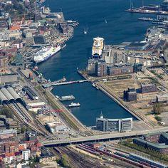 Luftbilder von Kiel: Hafen, Bahnhof, Museumshafen, Sporthafen Düsternbrok, Landtag Schleswig-Holstein, Marinestützpunktkomando Kiel.