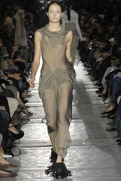 See all the Collection photos from Rick Owens Spring/Summer 2007 Ready-To-Wear now on British Vogue Rick Owens, Vogue Paris, Fashion Show Collection, Mannequins, Ready To Wear, Spring Summer, Formal Dresses, Model, How To Wear