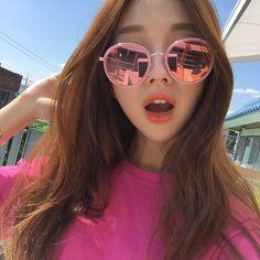 Ulzzang Girl discovered by tifani on We Heart It Ulzzang Couple, Ulzzang Girl, Ulzzang Korea, Ulzzang Fashion, Korean Fashion, Park Seul, Korean Glasses, Kim Sun, Girl With Brown Hair