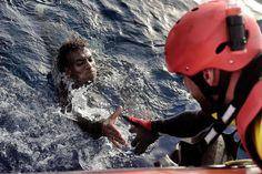 6000 Boots-Flüchtlinge vor Libyen gerettet - SPIEGEL ONLINE