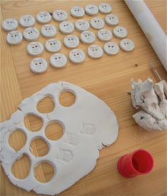 Making with porcelain clay (porcelain Owl Buttons)