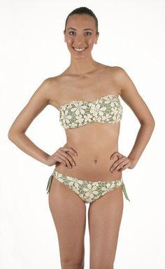 Bikini in Lycra Fascia con imbottitura estraibile. Pizzo macramè di cotone a contrasto. Slip regolabile con vestibilità classica | Eleonora Lingerie