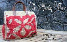 EDITOR'S CHOICE (10/19/2016) The Blooming Flower handbags by Teh Asa  View details here: http://crochet.community/creations/4925-the-blooming-flower-handbags