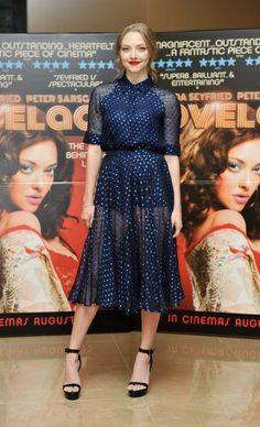 ¡Fiebre de puntos! El regreso de los polka dots al look otoñal Amanda Seyfried