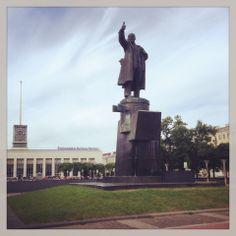 Lenin looking out over Finlandskiiy Vokzal