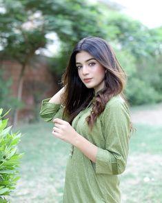 Cute Girl Image, Girls Image, Henna Designs For Men, Pakistani Models, Bollywood Actress Hot Photos, Girl Attitude, Stylish Girls Photos, Indian Designer Outfits, Girl Poses
