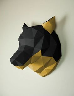 Bling bling ... This paper wolf like it classy. Unlike its wild cousins, he likes to wear jewellery, mostly in gold. The wall trophy also had his ears and throat gilded. #Papertrophy