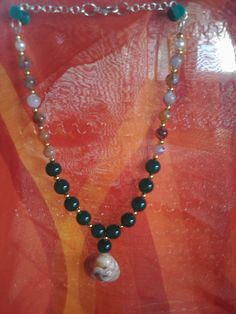 Necklace with pearls in shell