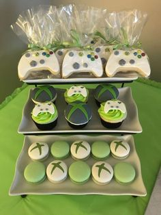 The cupcakes and cookies at this Xbox One Birthday Party are so cool! See more … The cupcakes and cookies at this Xbox One Birthday Party are so cool! See more party ideas and share yours at CatchMyParty 13th Birthday Parties, Birthday Party Games, Birthday Party Decorations, Xbox Party Food, 10th Birthday, Party Party, Birthday Ideas, Video Game Cakes, Video Game Party