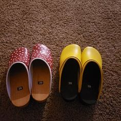 """Clogs black with black sole / DELIVERY STOP for overseas since April ! - """"But I can make your Clogs for sending after the crise ! Leather Clogs, Patent Leather, Wooden Arch, Orthopedic Shoes, Custom Made Shoes, Wooden Clogs, Black And White Shoes, Thick Leather, Latest Fashion Clothes"""