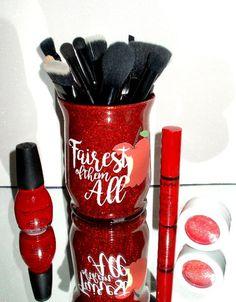 All that glitters! Makeup Jars, Diy Makeup Brush, Vinyl Crafts, Vinyl Projects, Glitter Projects, Glitter Crafts, Glitter Cups, Glitter Tumblers, Makeup Brush Holders