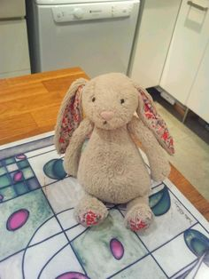 FOUND in WINCHESTER, UK  another bunny!! this one was Found by @matildaishere on twitter Aug 12 on Winchester High St in Winchester pic.twitter.com/BA7CGMKxQ6