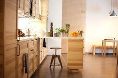 Großzügige Küche mit Veranstaltungsraum in Berlin Friedrichshain. Koche mit Kollegen oder Freunden und miete unsere Küche für dein Event.