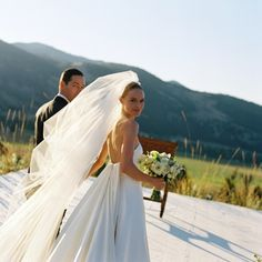 8 Expert Tips for Buying a Wedding Veil You'll Love