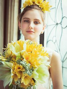Yellow 可憐になりがちな黄色を大輪の花を合わせることでエレガントに演出