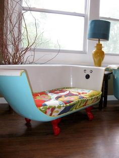 Look this LOVE this. In my 4th grade classroom we had a clawfoot tub filled with pillows that we used as a reading nook. My 4th grade teacher was my favorite, so this tub-couch brings back so many memories. ...!