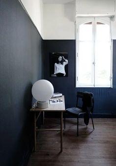 A dark office corner before and after - BODIE and FOU | STUDIO Electric Radiators, Glass Floor Lamp, Oak Desk, Creative Workshop, Metal Chairs, Big Houses, Concrete Floors, Beautiful Bedrooms, Modern Lighting